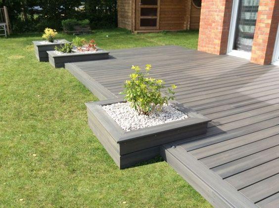 Parterre inclus dans une terrasse en bois jardin terrasse