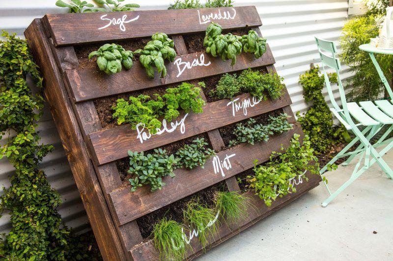 DIY Outdoor Wood Pallet Herb Garden Herb garden pallet