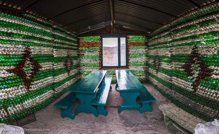 This Unusual House Is Made Out Of Empty Bottles (6 pics ...