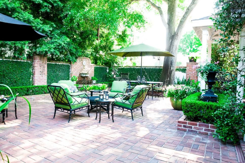What grabs me? Living walls, fountain, hedges, not wild ... on Green Wall Patio id=71773
