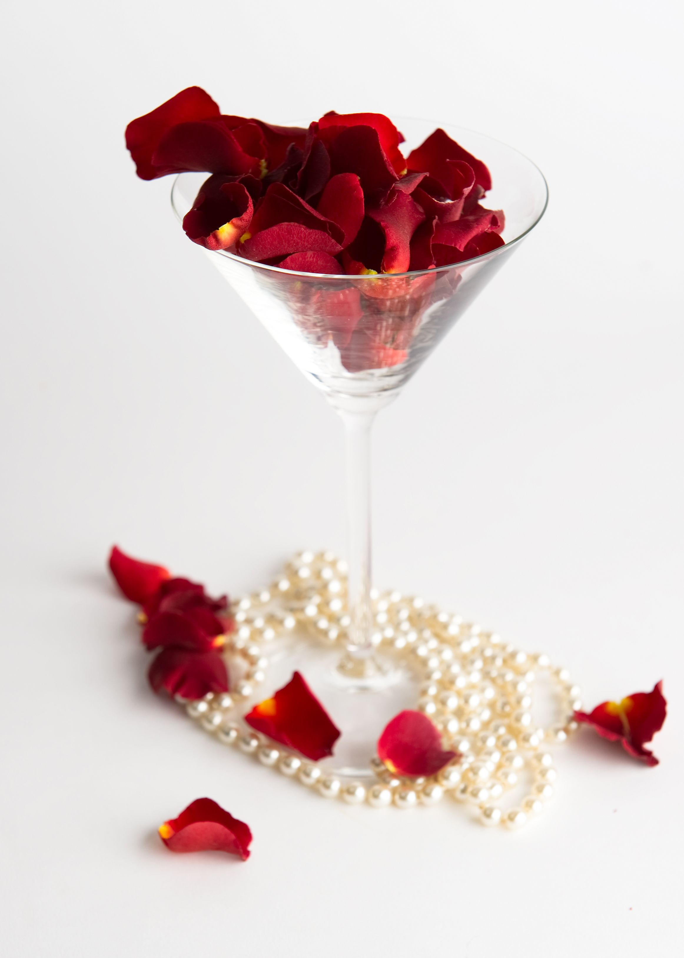 A unique and romantic way to display our \'Lady in Red\' rose petals ...