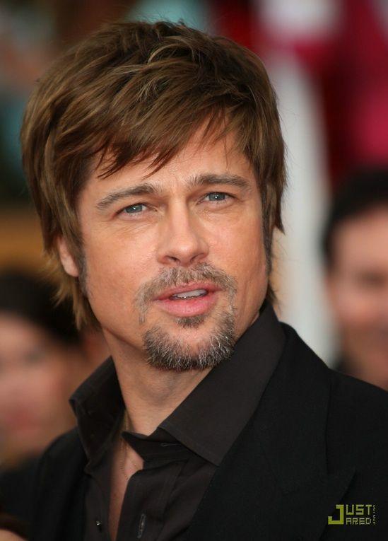 Brad Pitt With A Textured Choppy Chestnut Colored Hairstyle Brad Pitt Shaggy Haircuts Brad Pitt Hair