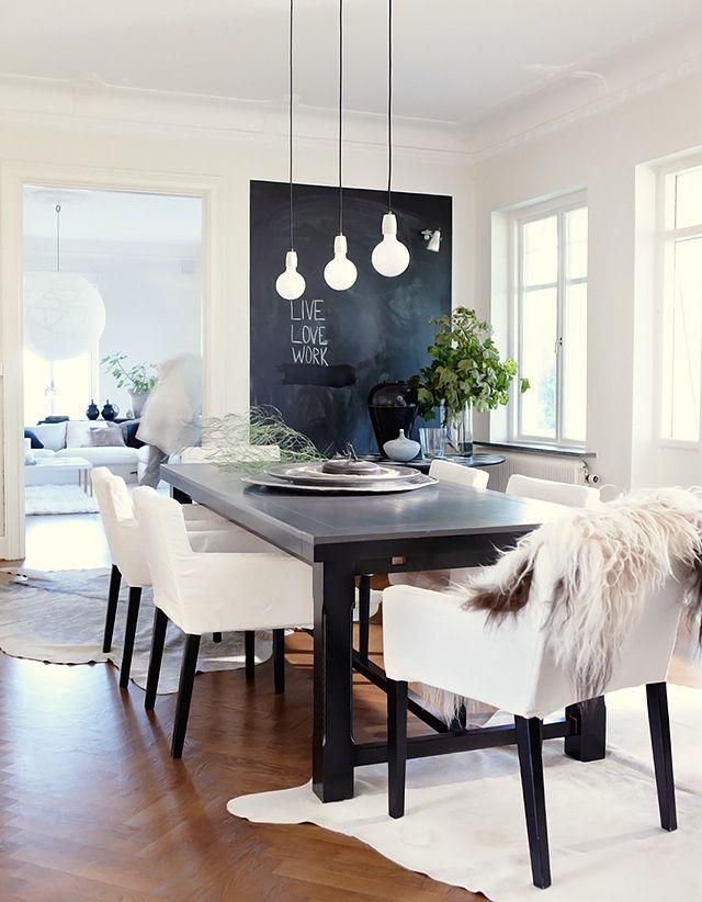 Schwarz Weiß Look Im Esszimmer. Edel Umgesetzt. Eine Wand Mit Tafellack  Bringt