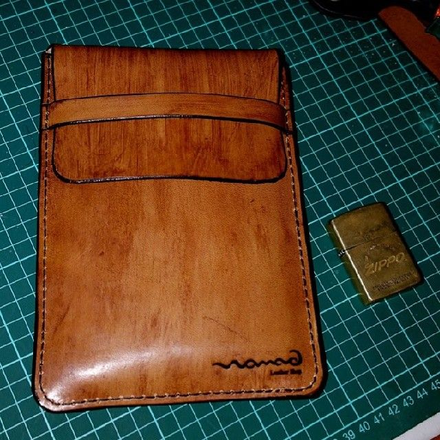 #nomadleathergoods #leathercraft #leather #handmade #handstiched #leathercardholder #cardholder #cardcase #case #creditcard #businesscard #business #gift #men #women #fashion #special #wallet #handpainted #special #slimwallet #billfold #leatherbag #watchstrap #phonecase