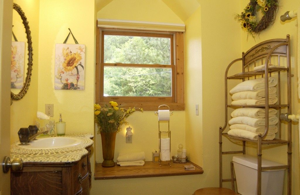Rustic yellow bathroom paint colors for oregon for Bathroom yellow paint