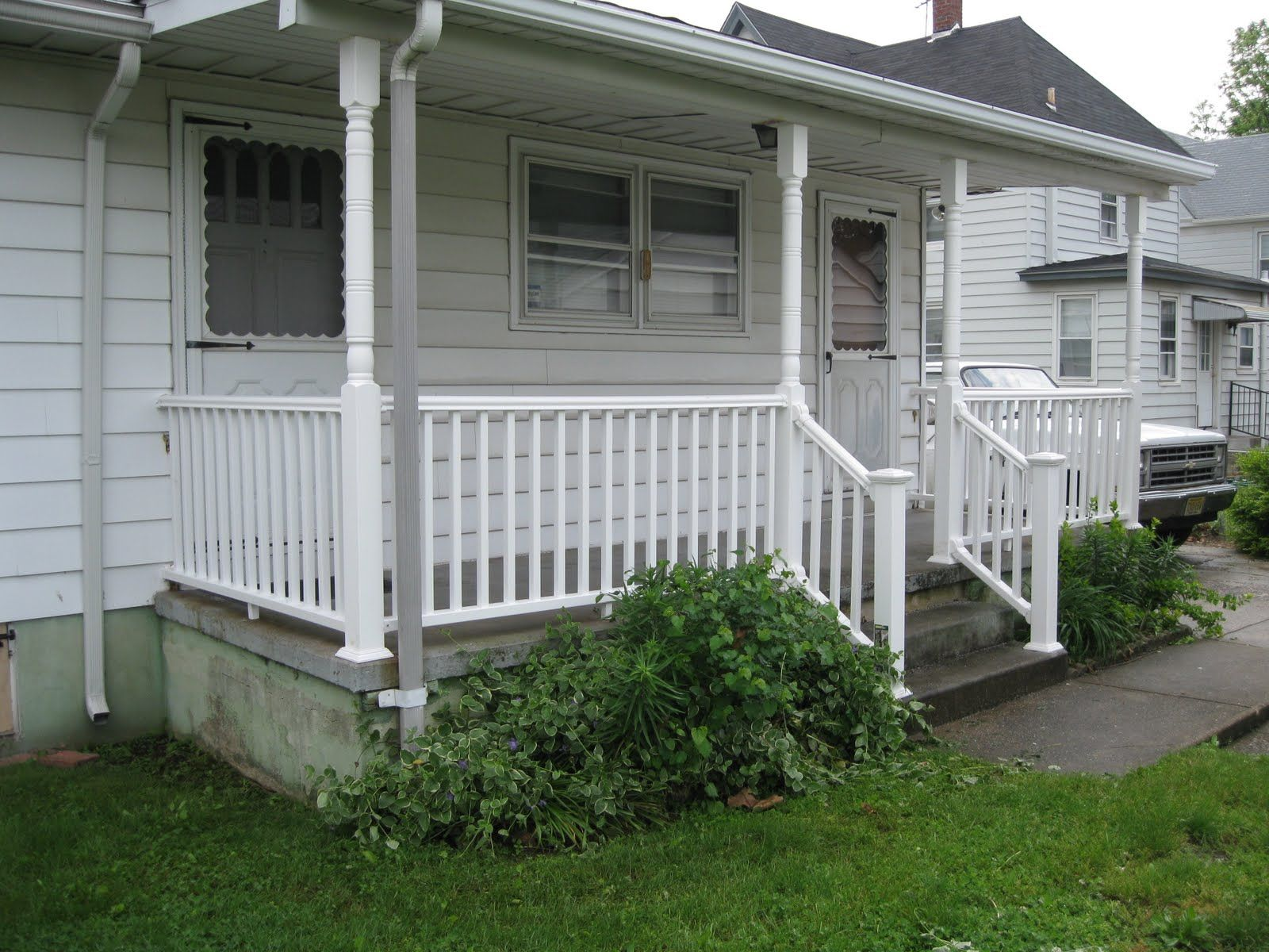 Small front porches porch railing front porch for Patio porch designs