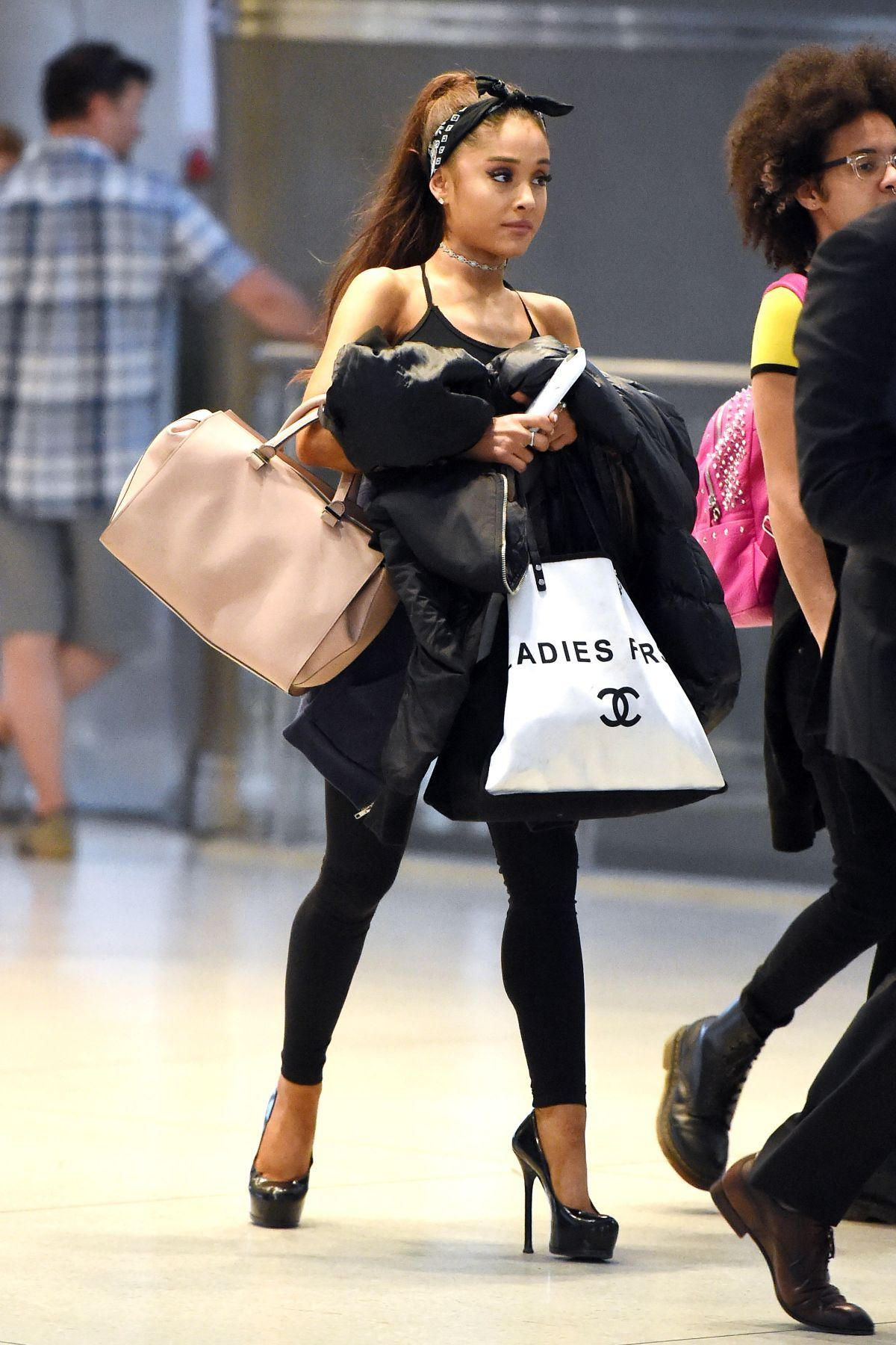 Ariana Grande Height / Ariana Grande Height And Body Measurements / We are talking about ariana's height. so i have read about most of the places ...