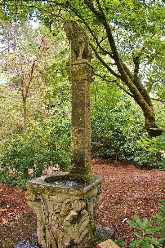 Concrete statue in the woodland edge (2)   da KarlGercens.com GARDEN LECTURES