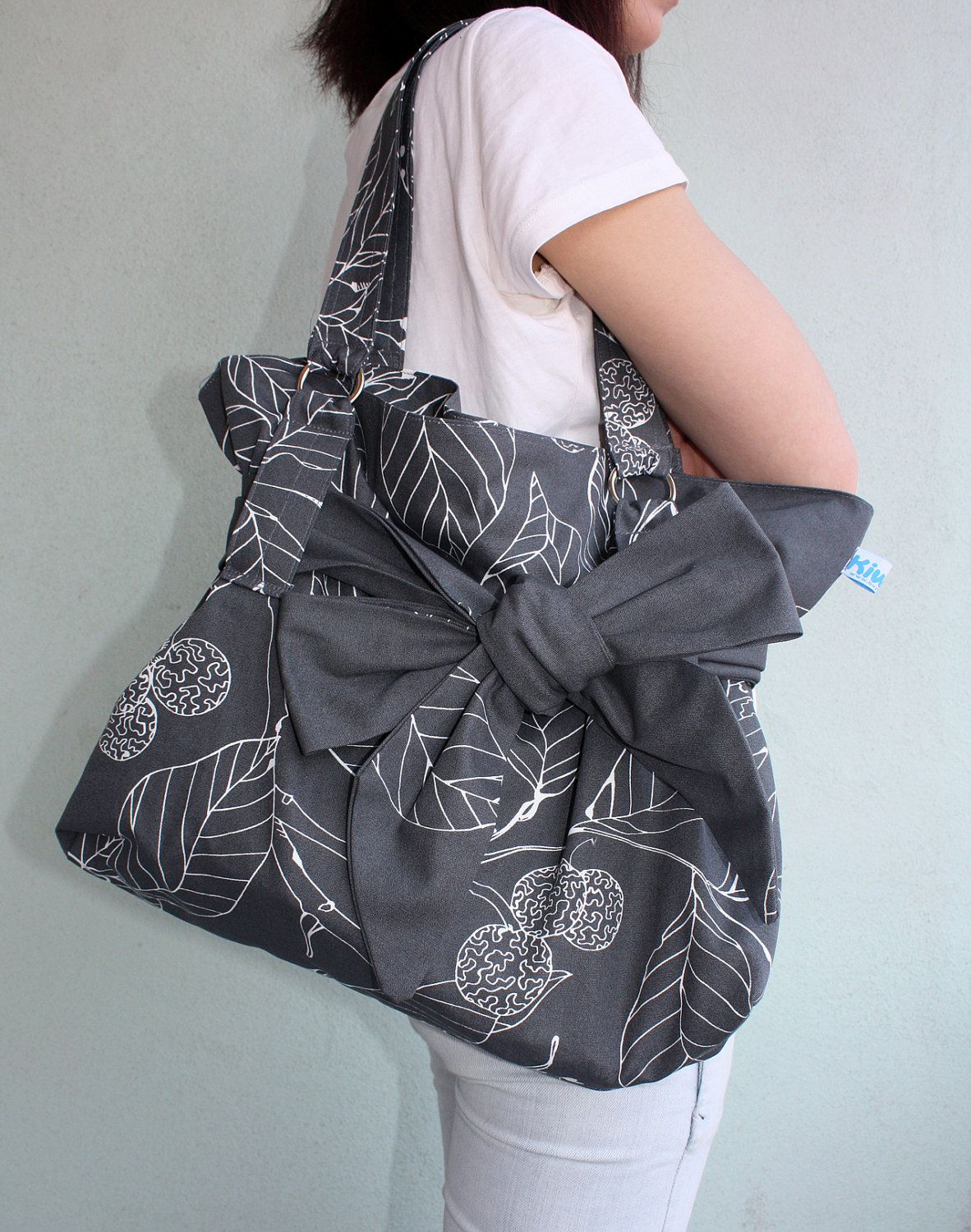 fa79e41493f33c So cute! I love the big bow! | Things I Think I Have To Buy | Bags ...
