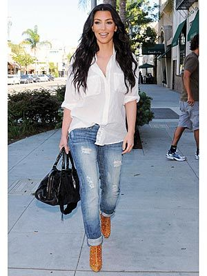 56d025e19966 Kim Kardashian Trades Leggings For Ripped Jeans – Style News - StyleWatch -  People.com Cool outfit for summer i think