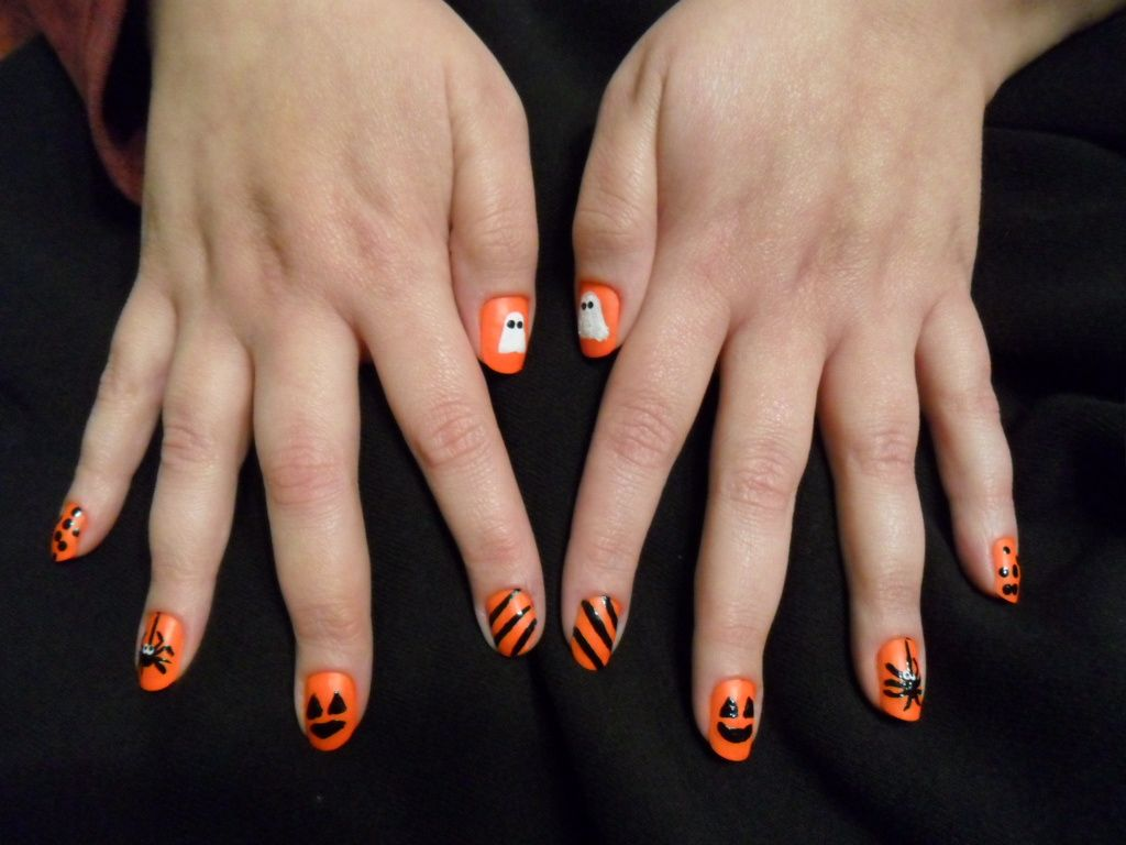 I did my sister's nails for Halloween 2011