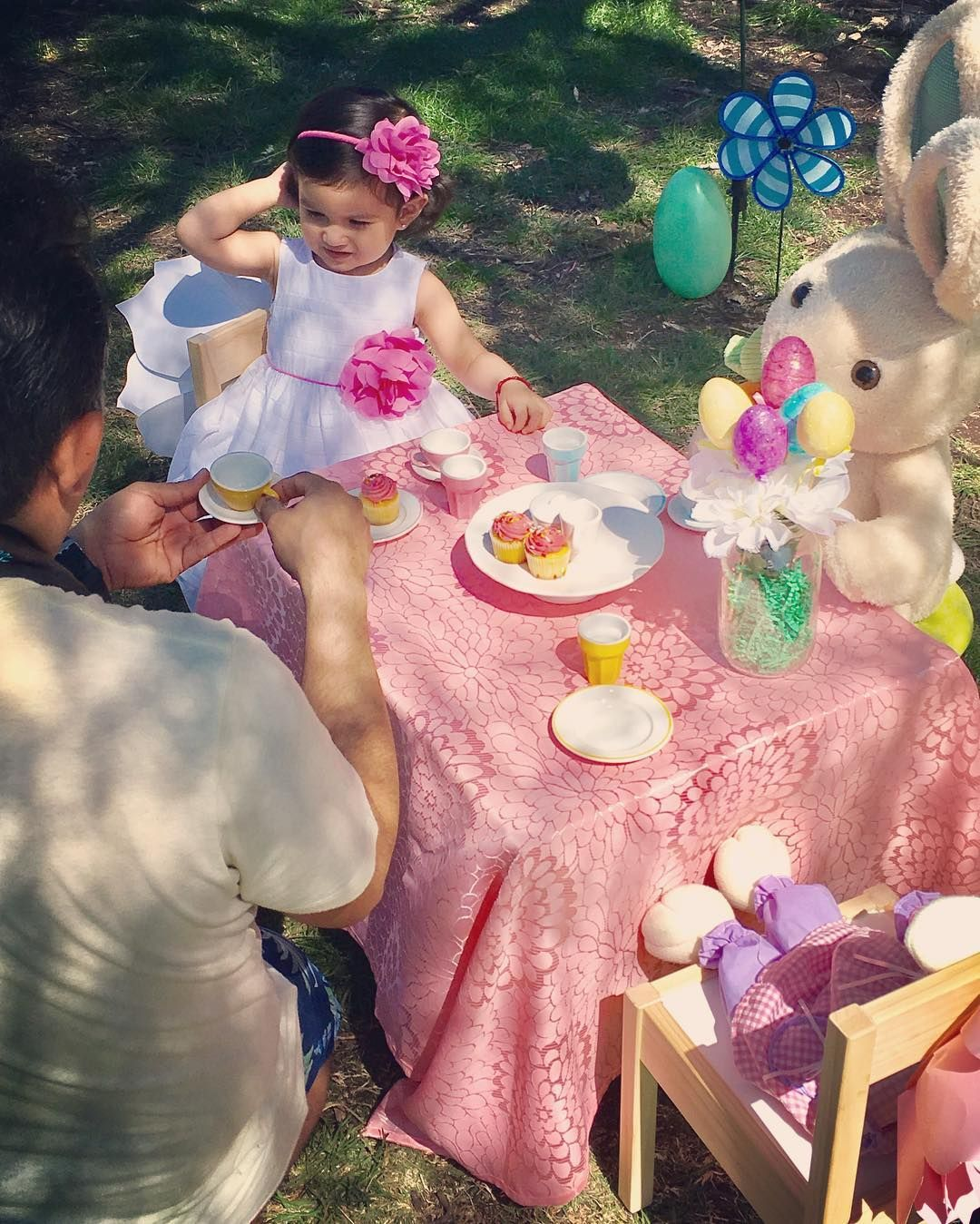 Tea party with the adorable Aylin and Mr Bunny 🐰📸