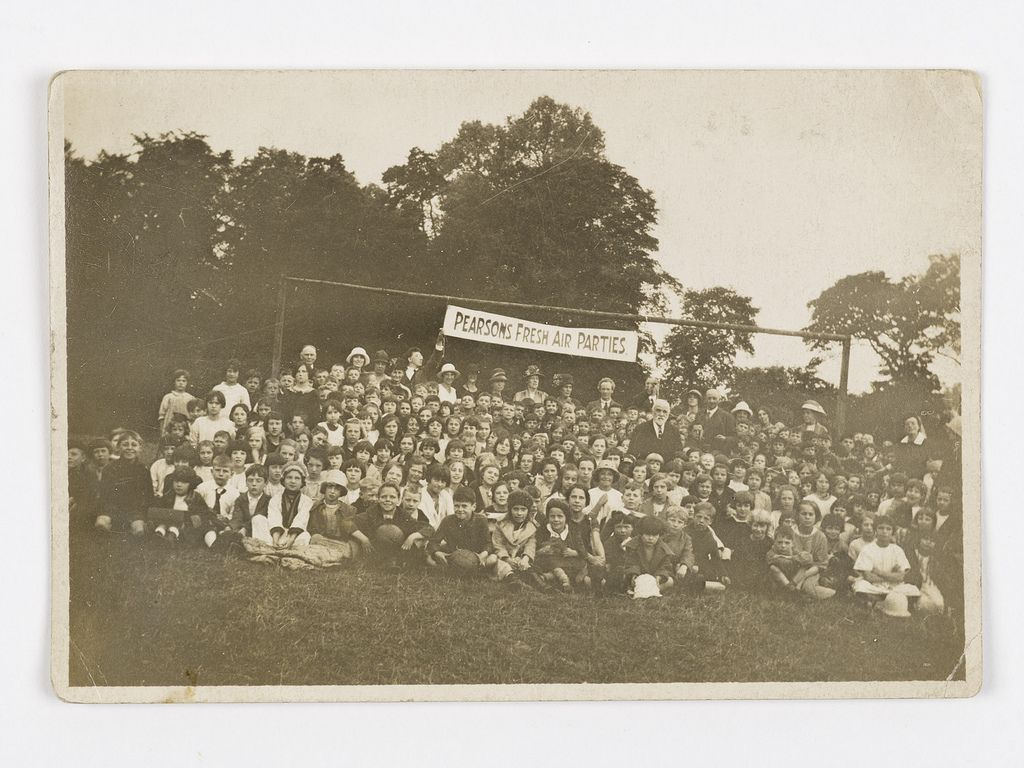 Photograph of a Pearson's Fresh Air Fund Parties trip to