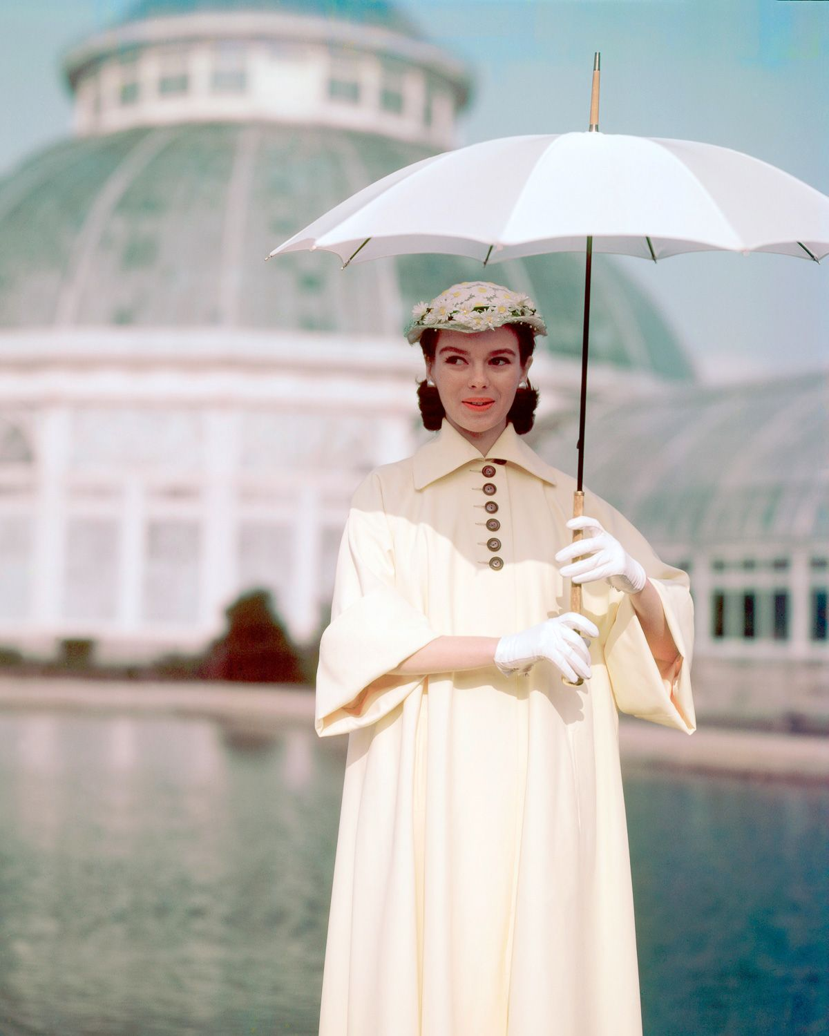 Dazzling photos capture 1940s fashion in rich color