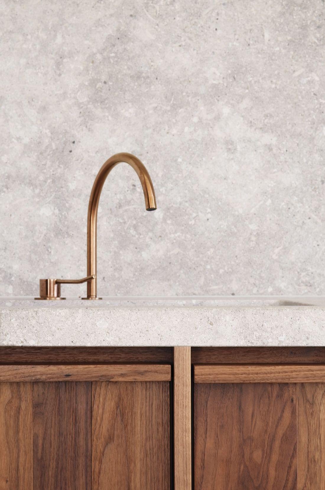 De stijl van 2018 ✘ warm-minimalisme. Ontwerper Hans Verstuyft Raamdecoratie op maat ┃