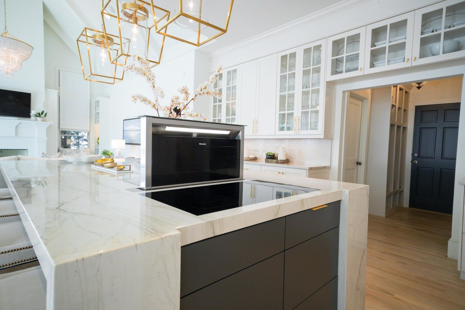 Kitchen Island Countertop Is A 2 Inches Thick Slab Of Carrera