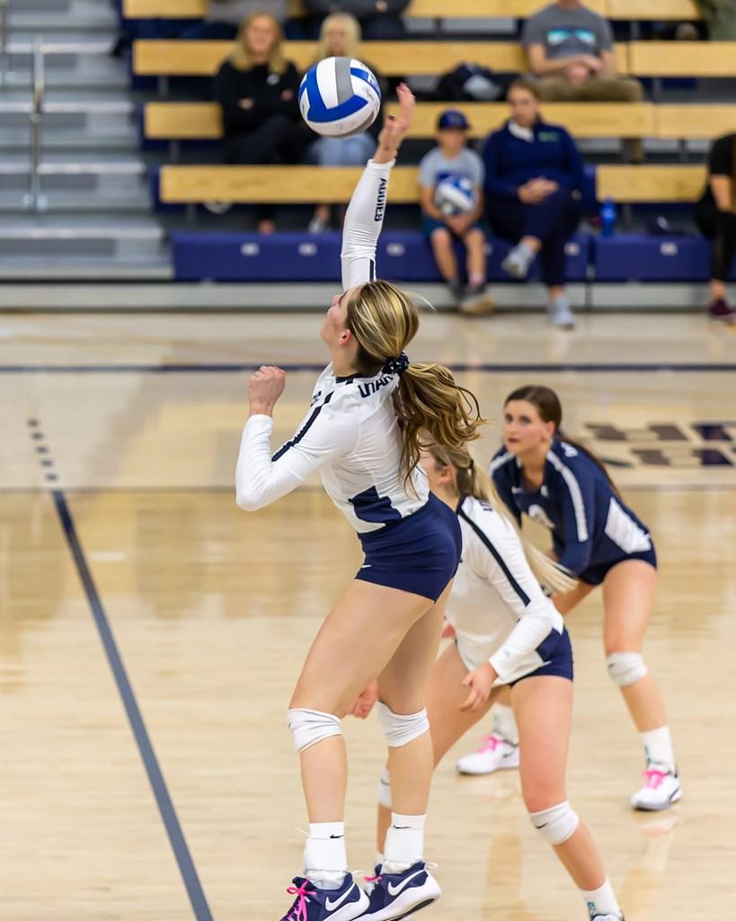 Usu Volleyball San Diego State Image 16 11 Whitney Solosabal Utah State University En 2020