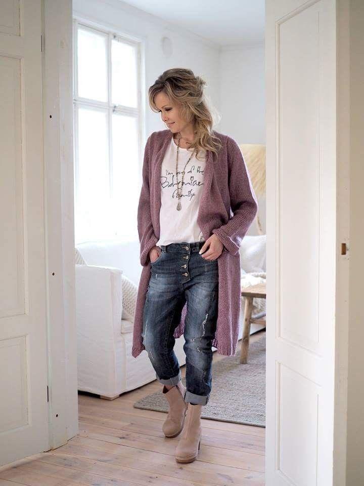 Cardigan, graphic t, jeans,