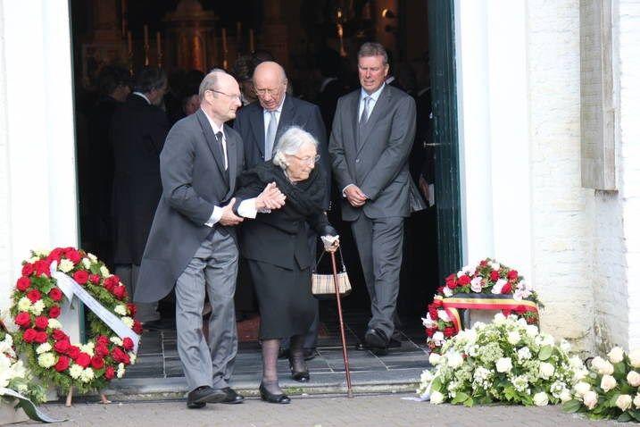 Pakkend afscheid van 'vader burgemeester' (Kaprijke) - Het Nieuwsblad