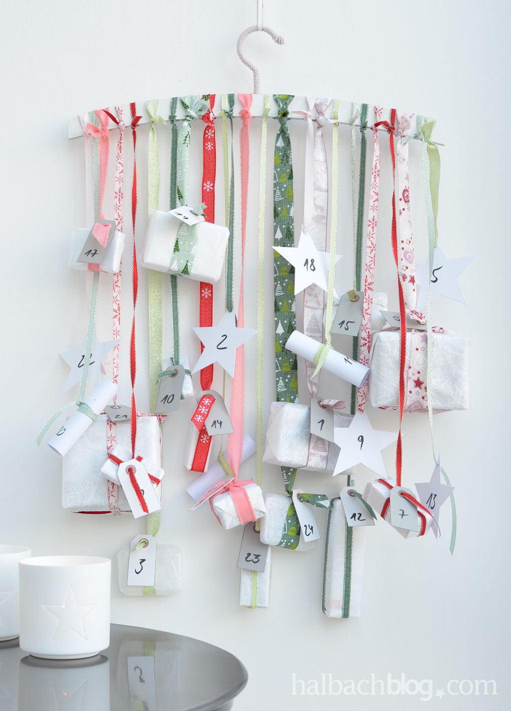 halbachblog I Adventskalender mit Bändern am Kleiderbügel I rosa ...