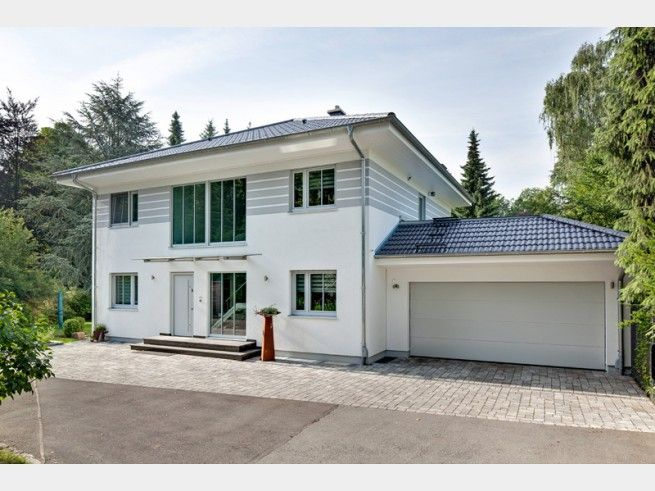 Hausxxl haus des monats walmdach 208 von luxhaus haus for Haus walmdach modern