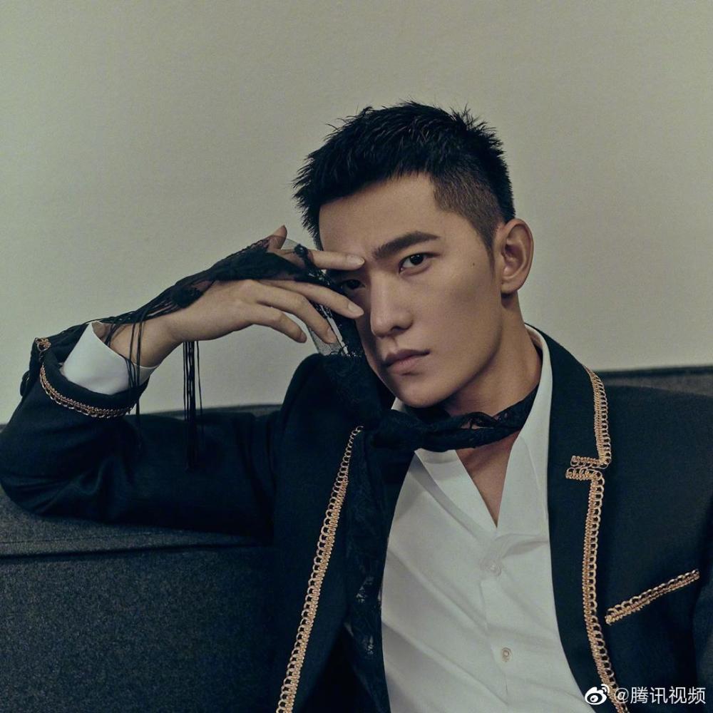 Yang Mi poses for photo shoot   China Entertainment News