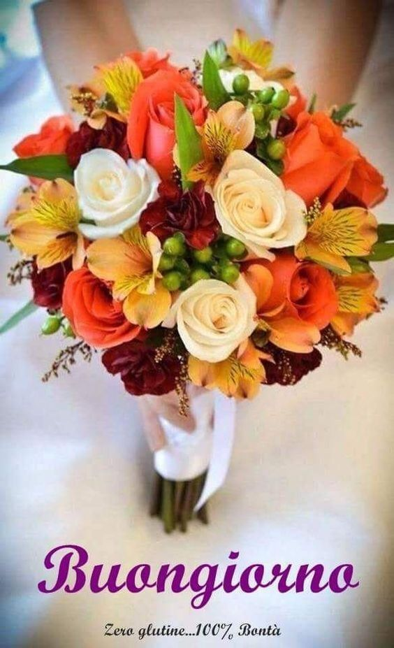 Un Mazzo Di Rose Fiori Le Piu Belle Immagini Per Il Buongiorno Buonanotte E Buon Compleanno Bouquet Da Sposa Autunnale Fiori Nuziali Matrimonio Floreale