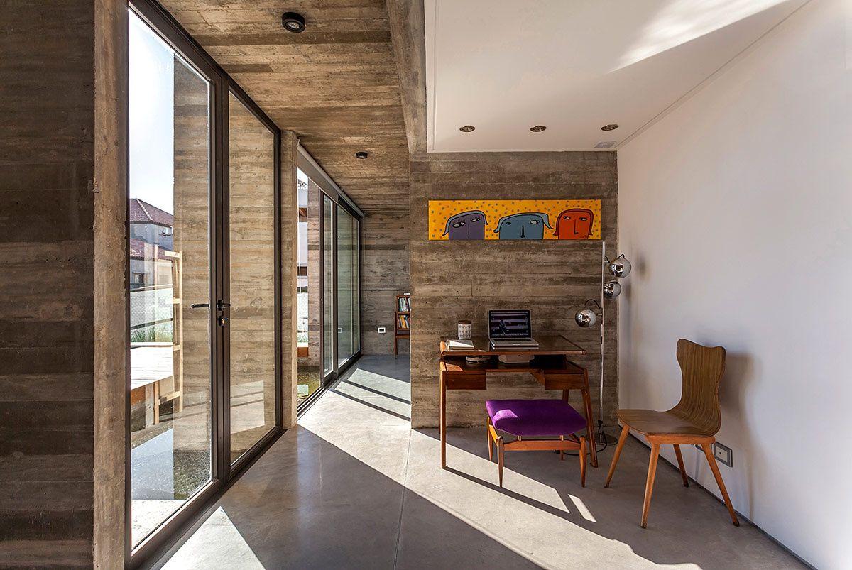 En Buenos Aires, esta casa de concreto fue concebida para una joven familia.
