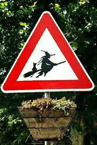 Pin Von Estela Auf Wicca Hexen Herbst Halloween Halloween Gartendeko