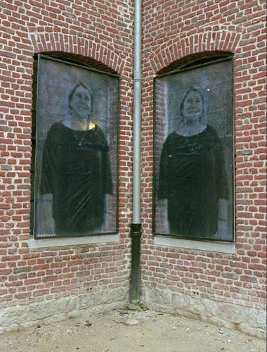 Installation in-situ : Etre(s) 2006, 26 sérigraphies sur transparents, 120 x 200 cm (chaque),  Jérôme Bohée
