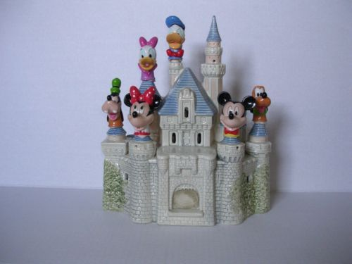 Cinderella-Lighted-Castle-with-Enesco-Disney-Thimble-Heads