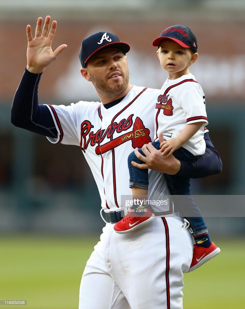 First Baseman Freddie Freeman Of The Atlanta Braves Waves And Walks Atlanta Braves Baseball Braves Atlanta Braves