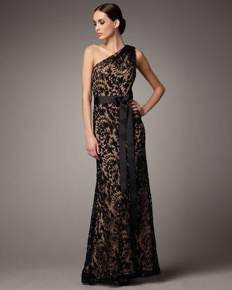 Women\'s Black One-shoulder Lace Gown