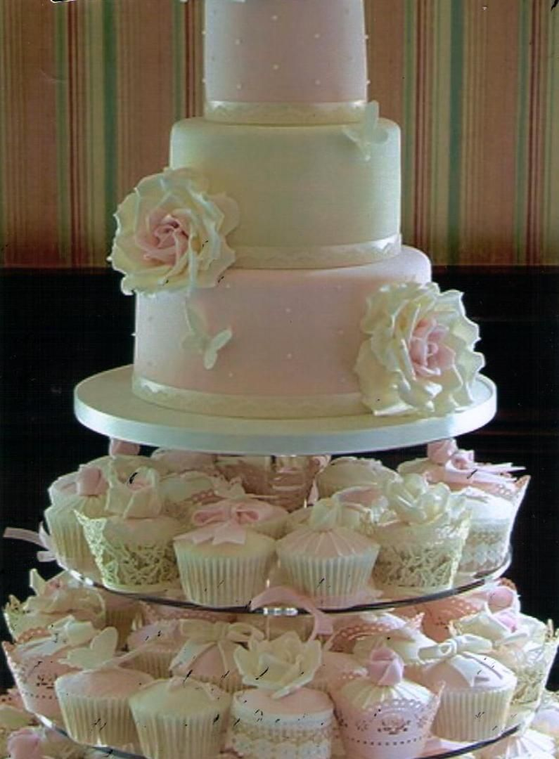 Beautiful Cake And Cupcakes Im Gonna Have My Wedding Cake