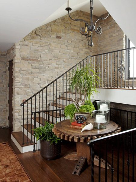 Escaleras con paredes de piedra decoracion pinterest for Ideas lindas para decorar la casa