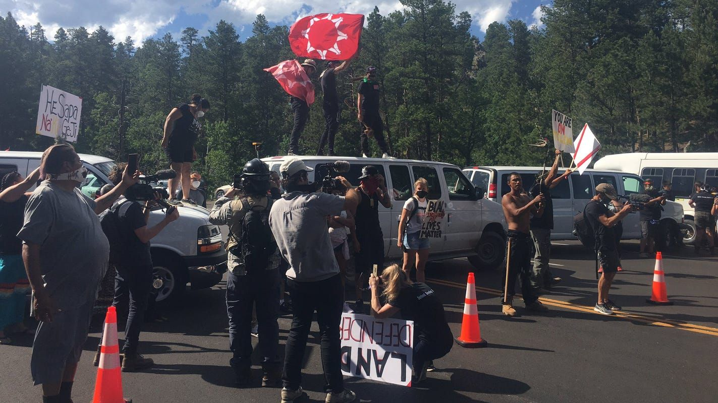 Mount rushmore fireworks protesters block road ahead of