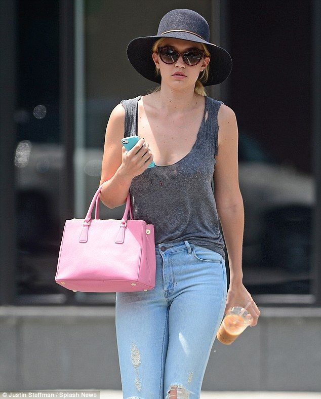 a2c752817f53 Gigi Hadid stops traffic in fetching top and jeans as she flags cab ...