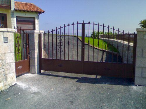 Puertas de entrada chalet buscar con google decoracion for Casas rusticas con jardin
