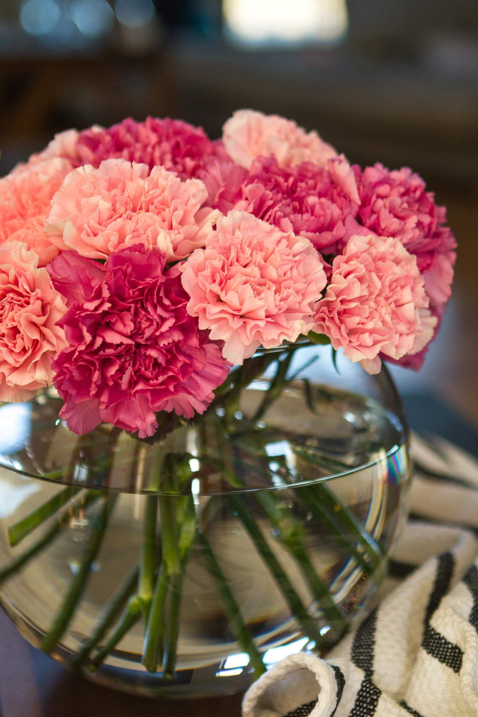 Simple Carnation Flower Arrangement This Stunning Diy Carnation Flower Arrangement Requires Only A Pair Of F Flower Arrangements Carnation Flower Carnations