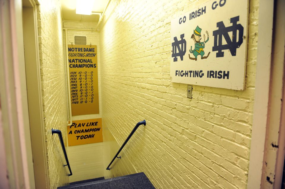 The Famed Tunnel From The Notre Dame Stadium Locker Room Out To The Field Don T Forget To Hit The Sign On The Wa Notre Dame College Football Teams Irish Fans