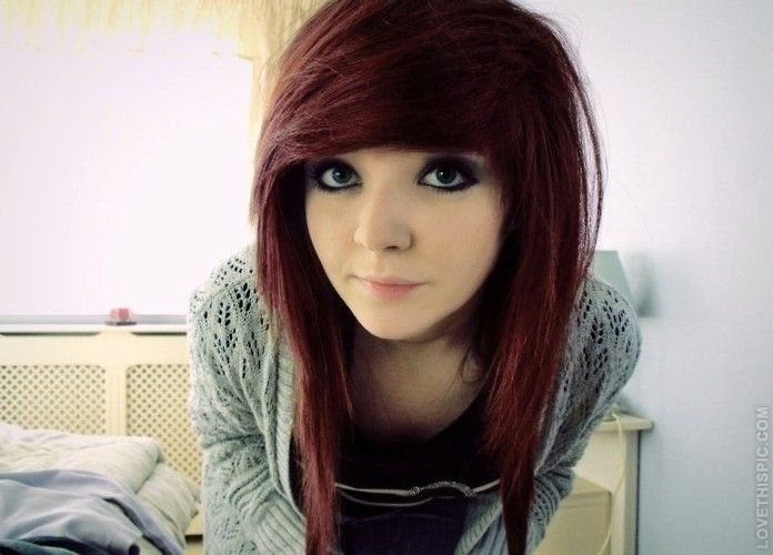 scene girl long hair red | Coiffures emo pour fille, Coupe cheveux mi long, Coiffure mi long