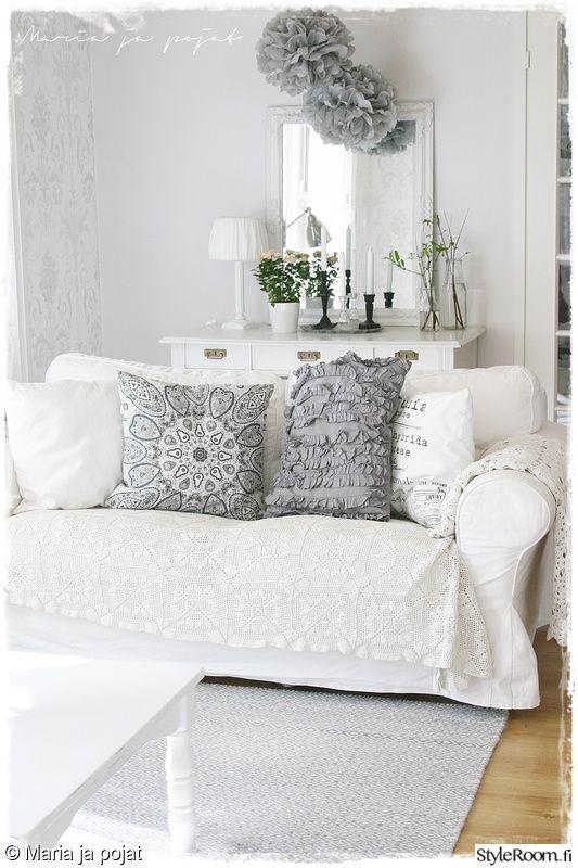 olohuone,vaalea,tapetti,sohva,kartanotyyli