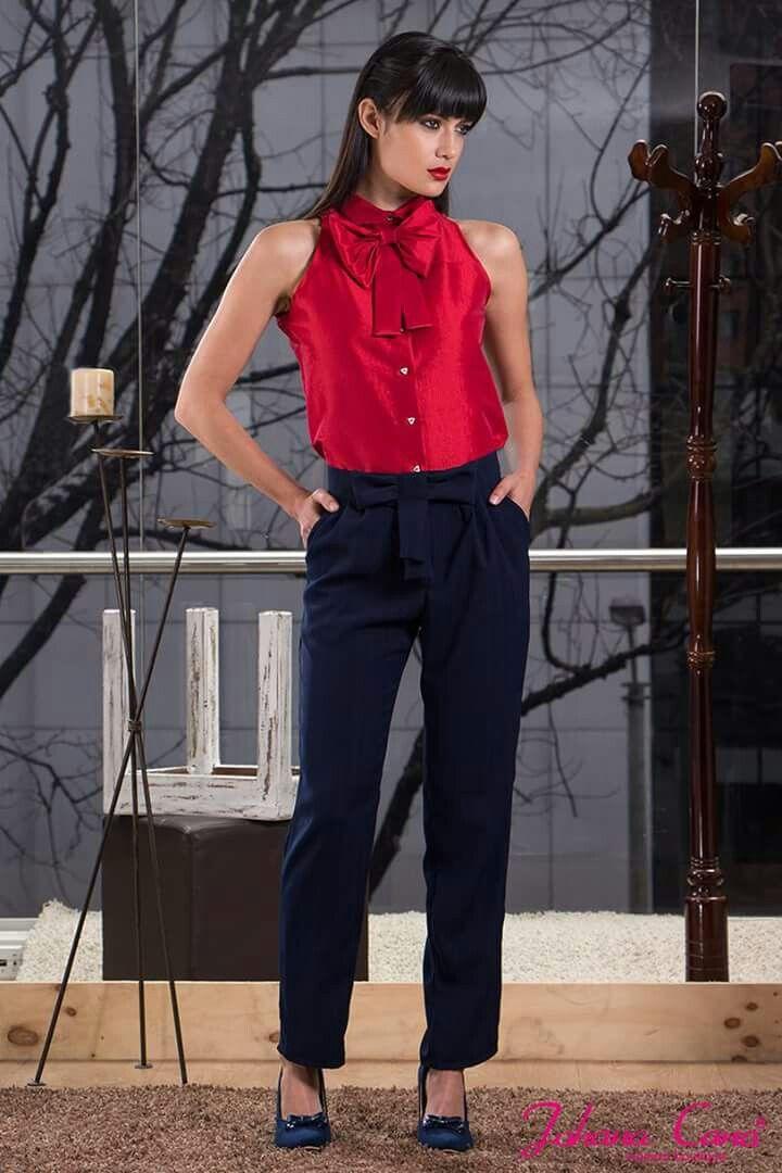 238a3fad86 Hermosa blusa roja combinada con pantalones negros