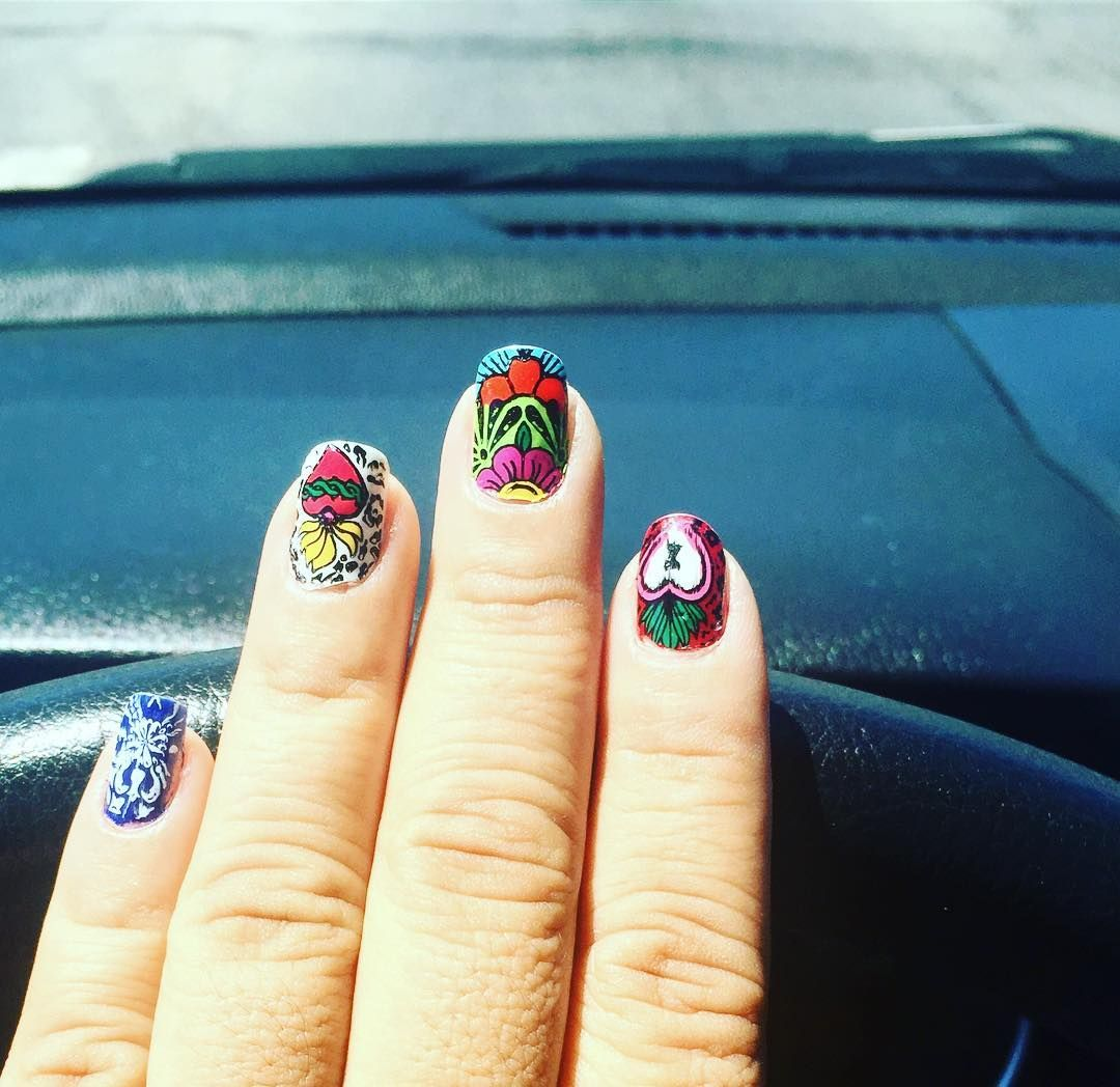 いいね!23件、コメント4件 ― Lidiersさん(@porlidiers)のInstagramアカウント: 「Mexican nails  #notd #nailjunkie #nailporn #nailoftheday #nailsofinstagram #instanails…」