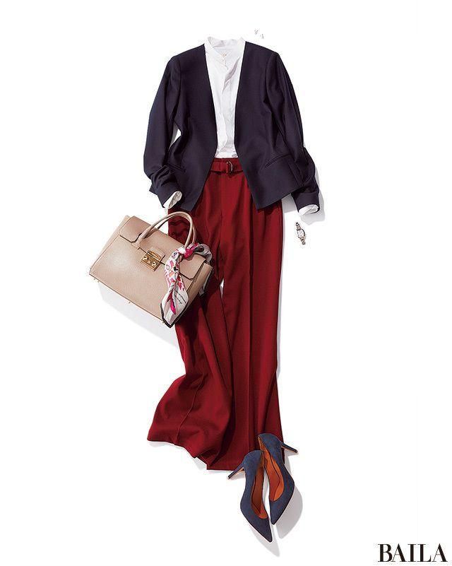 おしゃれなクライアントと会う日は、きちんと感もあるセンタープレスのボルドーワイドパンツが使える! ベーシックなジャケットと合わせれば、洗練ムードのパンツスタイルに。インに合わせる白シャツは、スタンドカラーを選んで清楚感を上げるのが正解。バッグにはスカーフをオンして、華やかで今年ら・・・