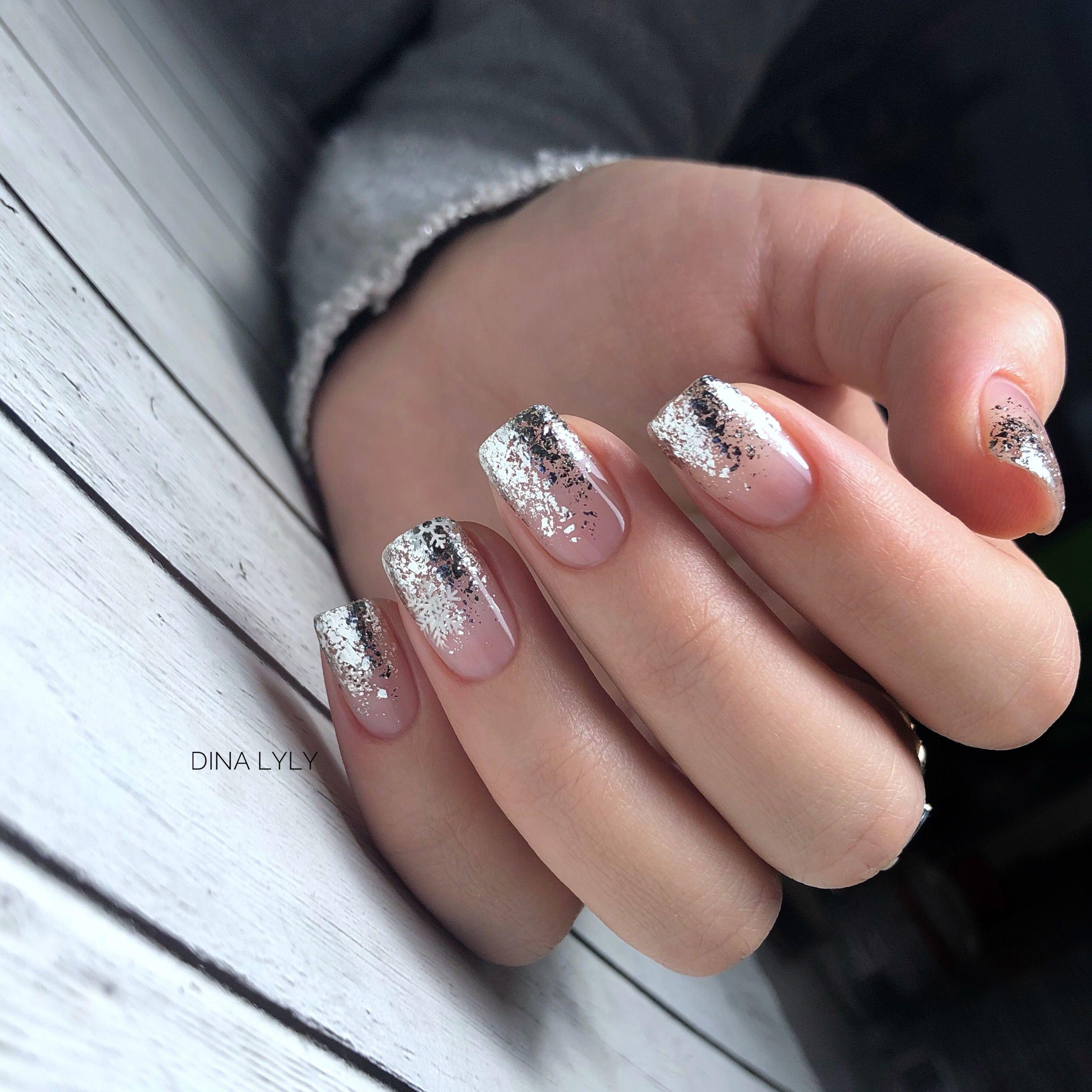 верхний дизайн ногтей лето 25 с блестками