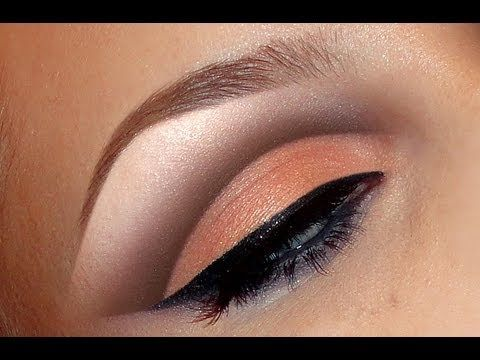 Natural peach cut crease look / make-up tutorial / I really like the way the crease looks -- not too overpowering and very pretty, and doesn't look too difficult.