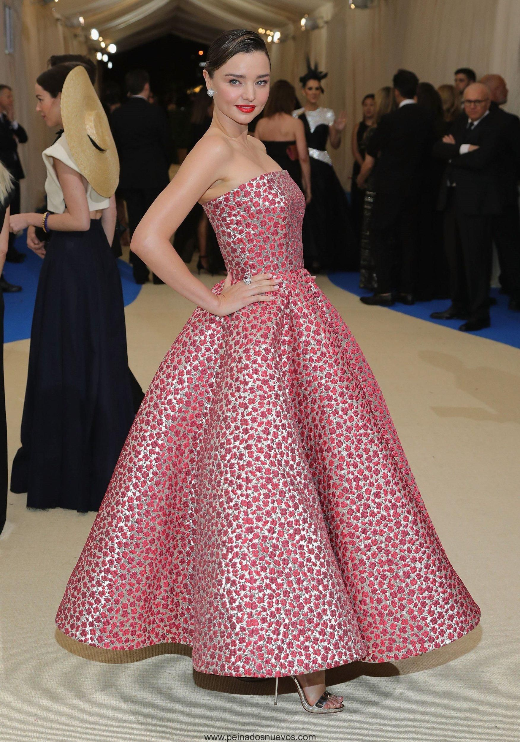 Miranda Kerr peinados updo 2017 Gala Met | Peinados Populares ...
