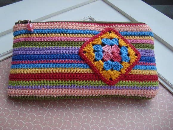 Bolsinha de crochê, forrada com tecido 100% algodão e revestida com manta acr…