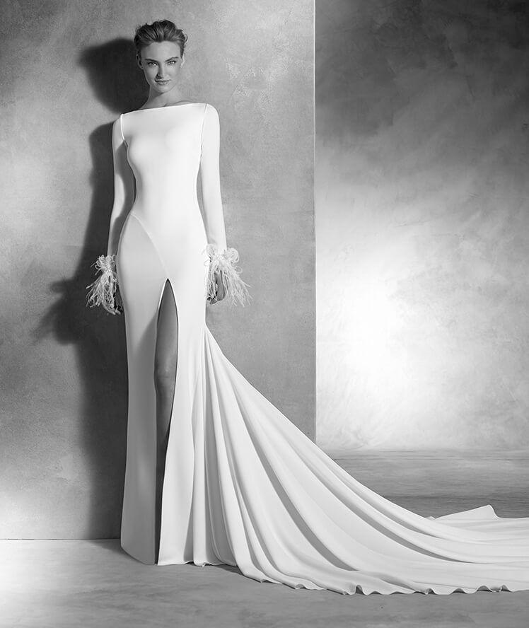 nuria - vestido de novia en crepe y organza, escote barco, manga larga